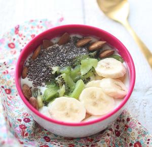 Smoothie bowl ou bol de smothie banane - kiwi