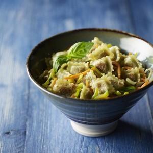 Julienne de légumes et ravioles à poêler basilic
