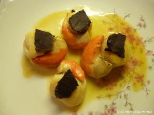 Coquilles saint-Jacques et lamelles de truffe