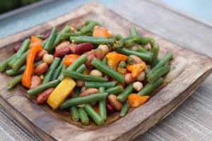 Salade de haricots, poivrons et oignons