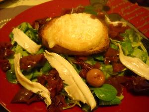 Salade de mâches chou rouge pelardon sur toast sans gluten  et anchois marinés
