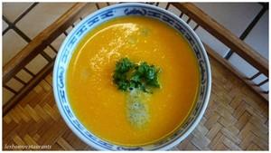 Velouté de carottes à l'emmental et son coulis de persil