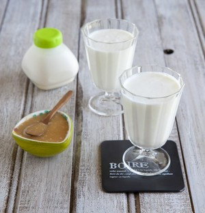 Yaourts boire au caramel cr meux recette iterroir - Yaourt a boire seb ...