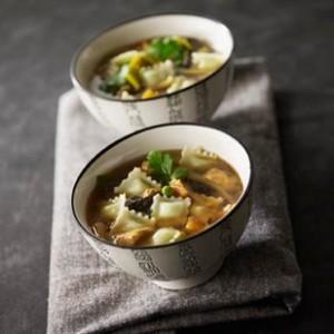Soupe chinoise ravioles et poulet