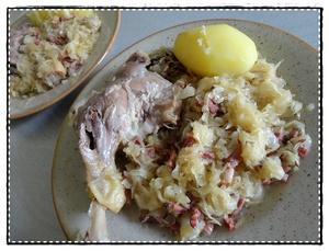 Cuisses de canard au vin rouge et chicons recette iterroir - Recette manchons de canard en cocotte ...